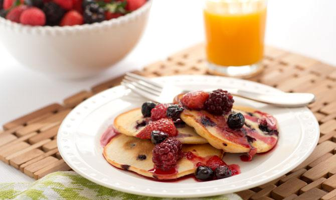 Buttery Berry Pancakes