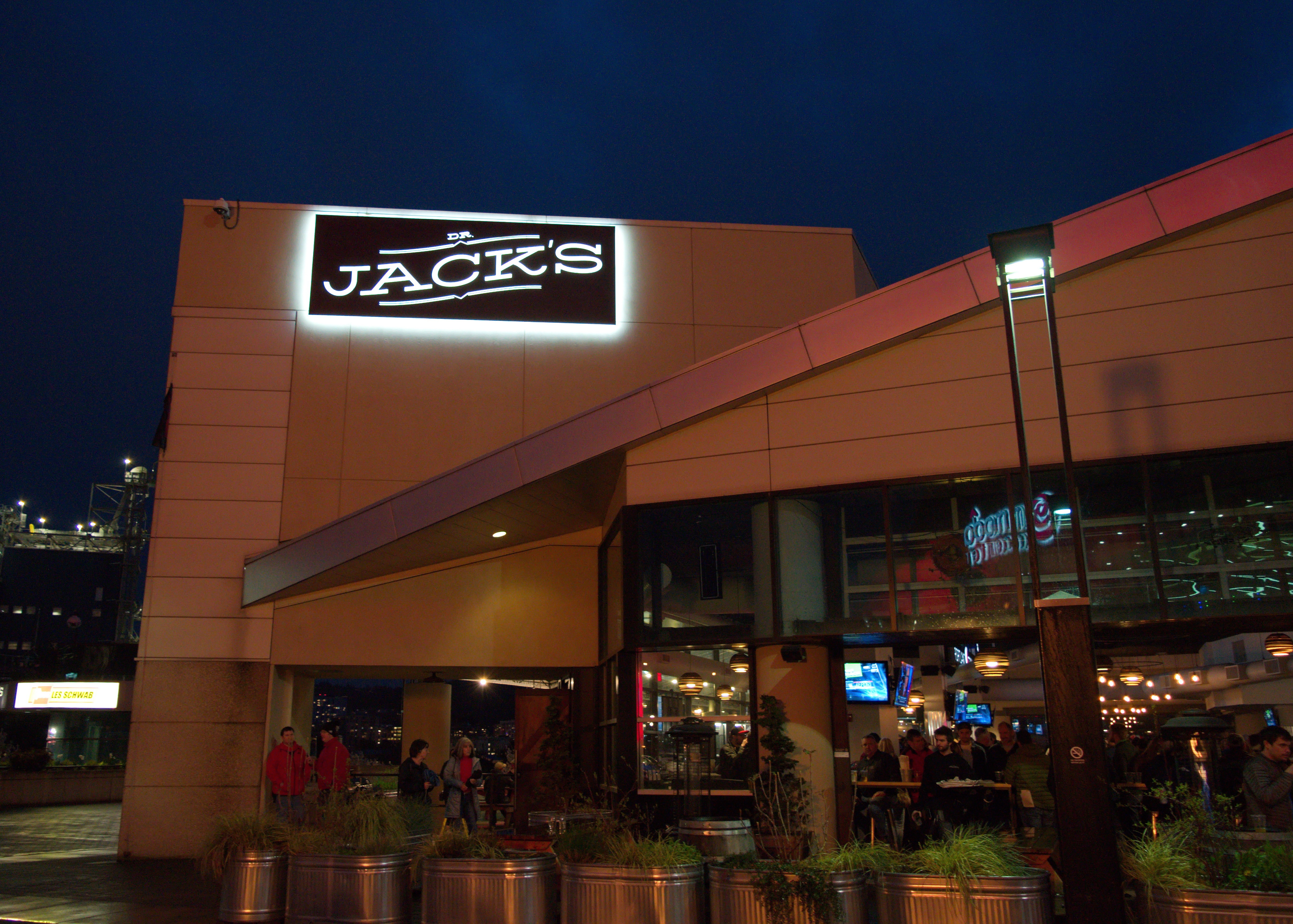 Jacks Moda Center