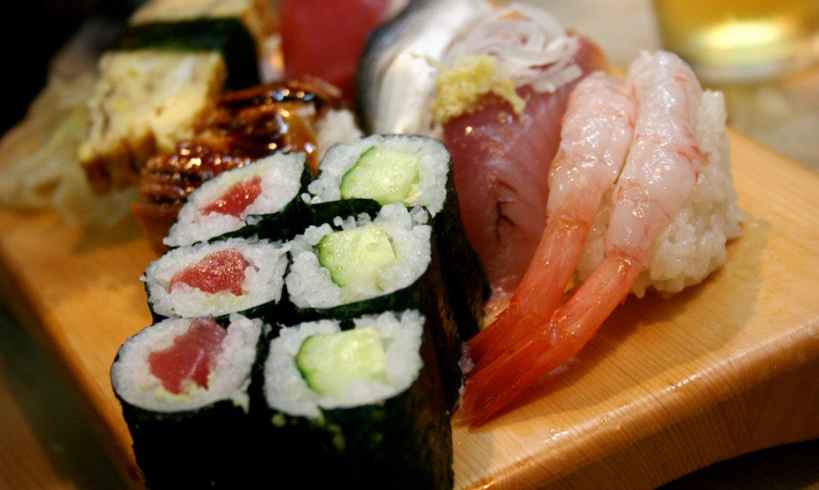 is it safe to eat supermarket sushi