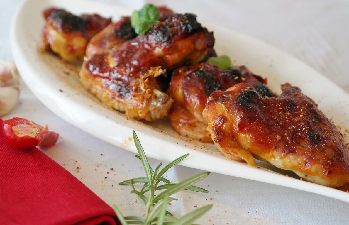 Balsamic Strawberry-Glazed Chicken Wings