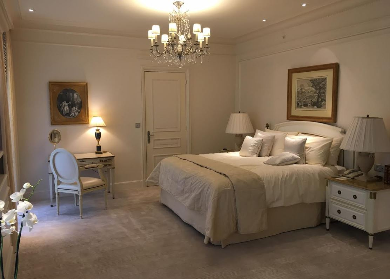 George V Room